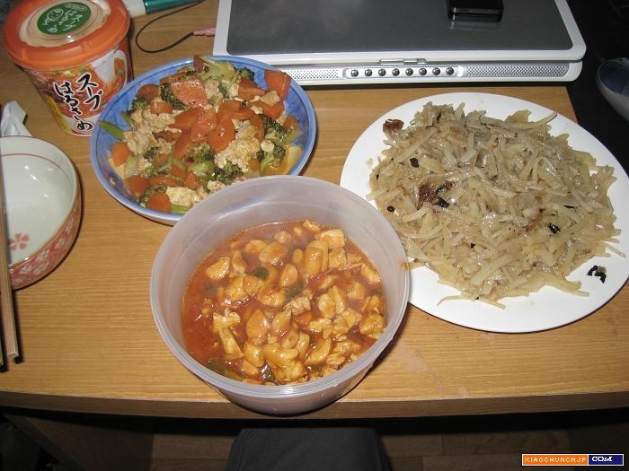 料理 待机/10 其实酸辣土豆丝是最好吃的,另外两个是西兰花炒冻豆腐,番茄...