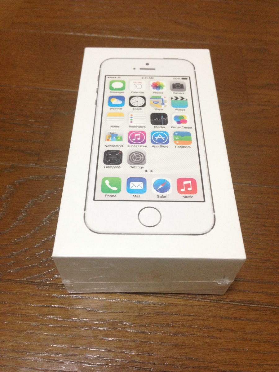 自名义刚办理的iPhone5S白色16G未开封,厂家保修1年。