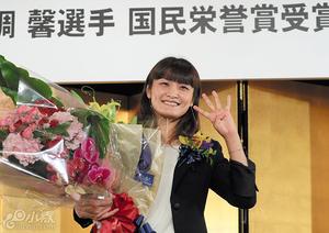 伊调馨获颁国民荣誉奖 奥运女子首位4连冠