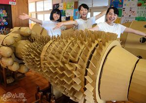 纸板打造实物大飞机发动机 初中生微调完成