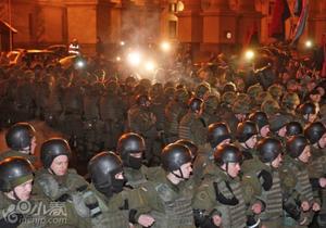 乌克兰民众大规模抗议俄银行