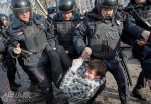 俄罗斯爆发反腐败示威 数万人上街