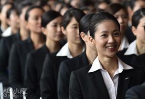 日本航空公司迎新 美女动作整齐超壮观