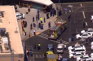 美国波士顿一辆汽车撞入人群