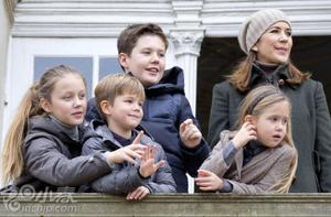 丹麦玛丽王储妃携儿女出席年度狩猎活动