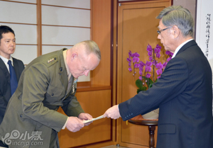 美军驻冲绳最高长官就士兵酒驾撞人事件道歉