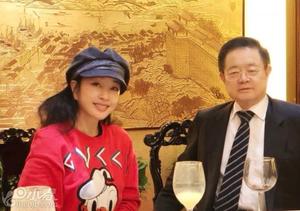 刘晓庆与富豪老公亲密合影照曝光