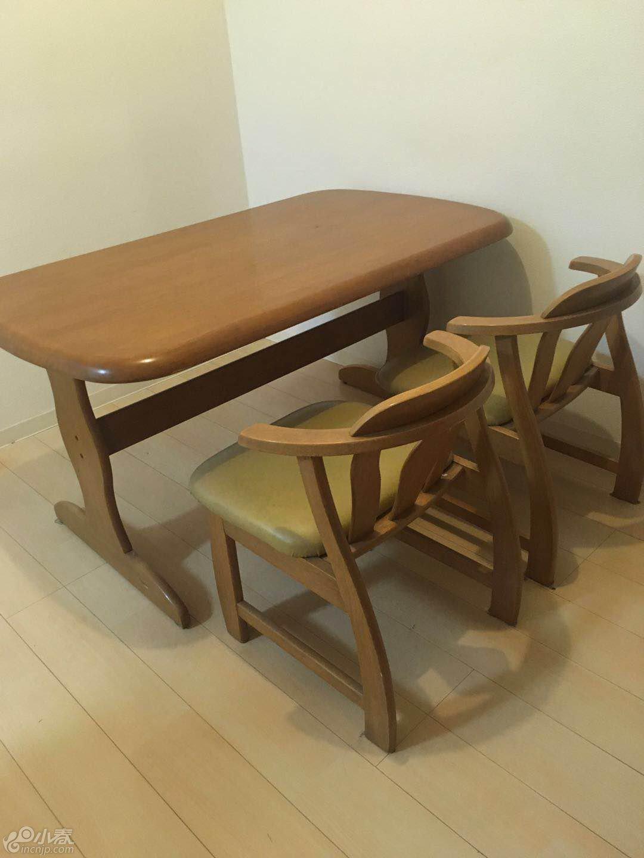 桌子跟椅子