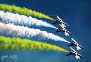 中国空军八一飞行表演队赴俄参演
