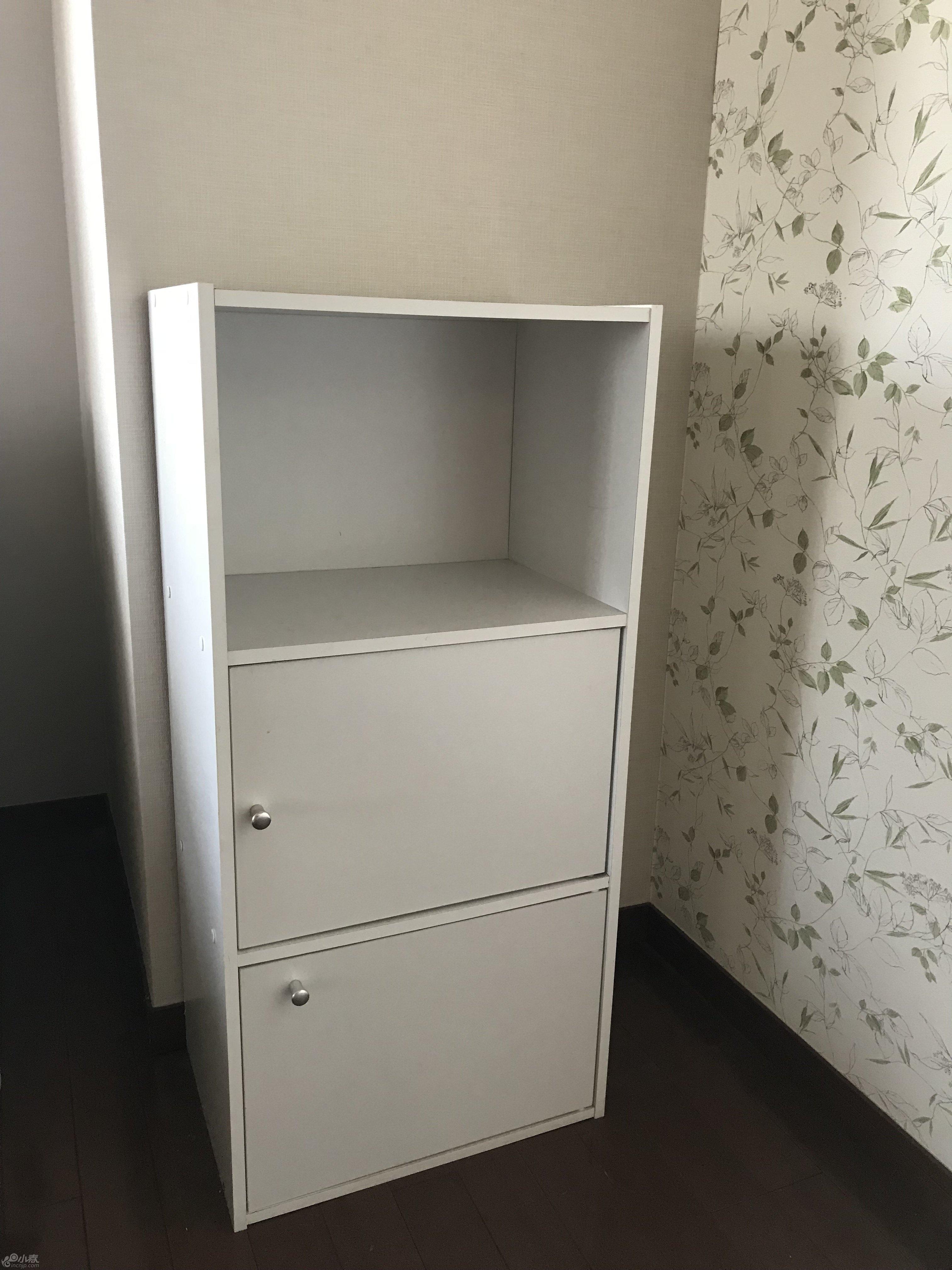 2.白色书架