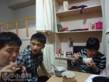 刚来到日本的语言学校学习,爆俩张宿舍吃饭照