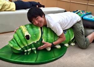日本少年爱上蟑螂