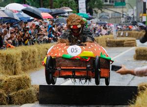 巴西圣保罗举办肥皂盒汽车大赛