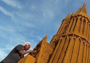 比利时举办主题沙雕节