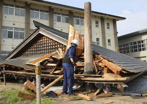 日本新潟发生6.7级地震引发海啸