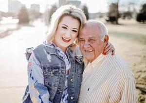 24岁美国妹子闪嫁79岁老人