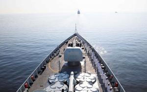 中国海军西安舰参加俄罗斯海军节庆典海上阅兵