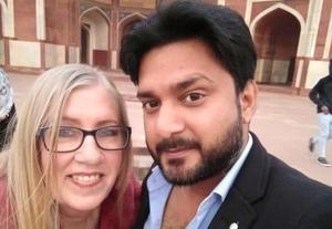 60岁美国大婶痴恋30岁印度男子