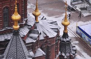 哈尔滨降下首场雪 城市披上银装