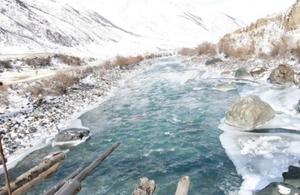 新疆昭苏高原上阿合牙孜大峡谷冬日美景