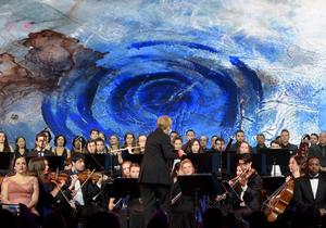 达沃斯世界经济论坛年会举办开幕音乐会