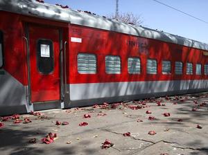 印度火车车厢改造成隔离病房