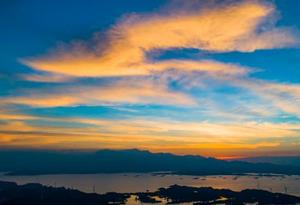 航拍鄱阳湖皂湖水域 晚霞飞舞 夕照如画