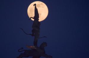 世界各国迎来2021年首次满月
