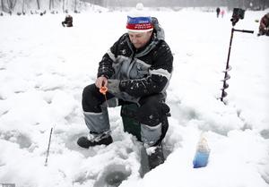 俄罗斯举行冬季捕鱼节