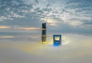 陆家嘴现平流雾景观