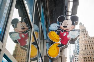 迪士尼将关闭60家北美商店 转向线上销售