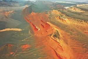 俯瞰新疆红层地貌群 如巨幅油画