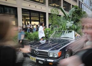 纽约花卉节游客熙来攘往