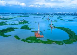 航拍孟加拉国砖厂被淹一片汪洋
