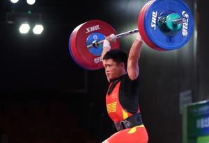 举重男子61公斤级决赛:李发彬夺冠