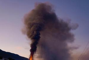 西班牙拉帕尔玛岛火山持续喷发